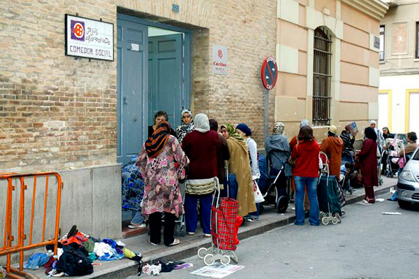 Prohibido si eres español: Madrid abre un comedor social sólo para ...