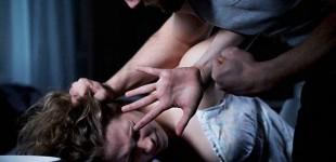 Detenido un ecuatoriano por pegar una patada en el estómago y quemarle la cara con leche hirviendo a su mujer en Valencia