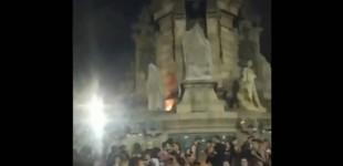 ▶️ Antifascistas más feos que el miedo queman la estatua de Colón en Barcelona