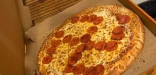 Una pareja de ofendiditos denuncia a una pizza por ser nazi
