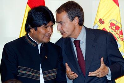 Zapatero, Iglesias y Garzón apoyan la reelección de Evo Morales pese a que la ley se lo impide