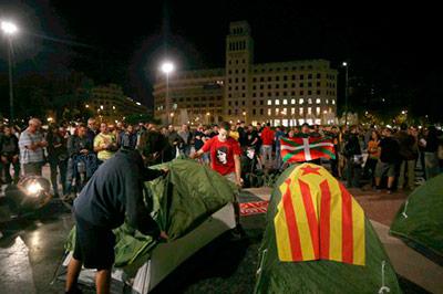 plaza-catalunya-acampada