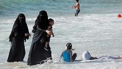 Podemos crear en espa a las nuevas playas para mujeres for Piscinas nudistas barcelona