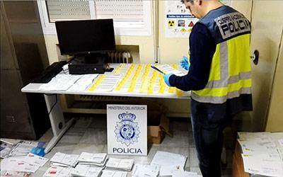 Detenido un cartero en alicante por guardarse durante 10 for Oficina correos castellon