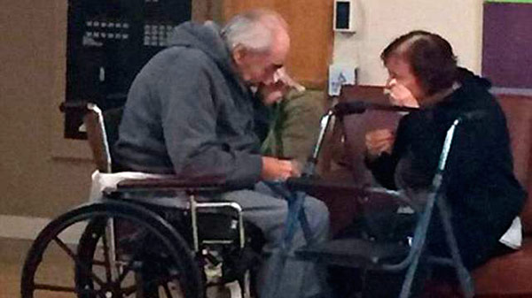 ancianos lloran
