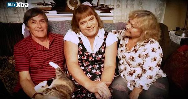 Un hombre deja a su mujer y a sus hijos y se 39 transexualiza 39 en una ni a de 6 - El hombre que cambio su casa por un tulipan ...