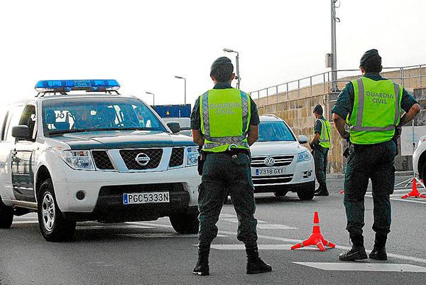 Un a o de suspensi n a un guardia civil que le puso una - Guardia civil trafico zaragoza ...