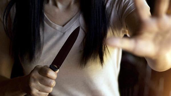 mujer cuchillo