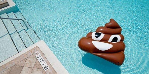 Nuevo reto de verano: defecar en piscinas comunitarias