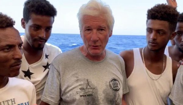 richard gere inmigrantes open arms