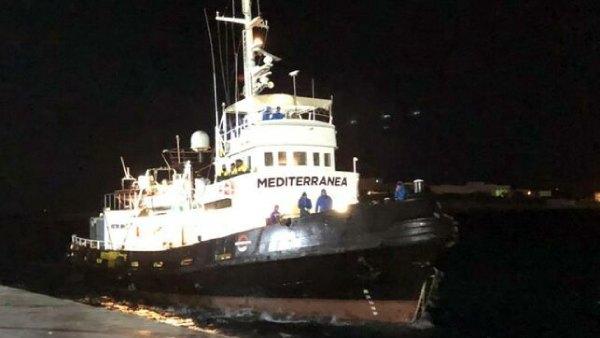 barco ong mediterranea saving humans
