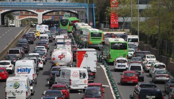 coches atasco, coches tráfico, coronavirus Semana Santa, Covid 19 Semana Santa, coches colas, coches estado alarma