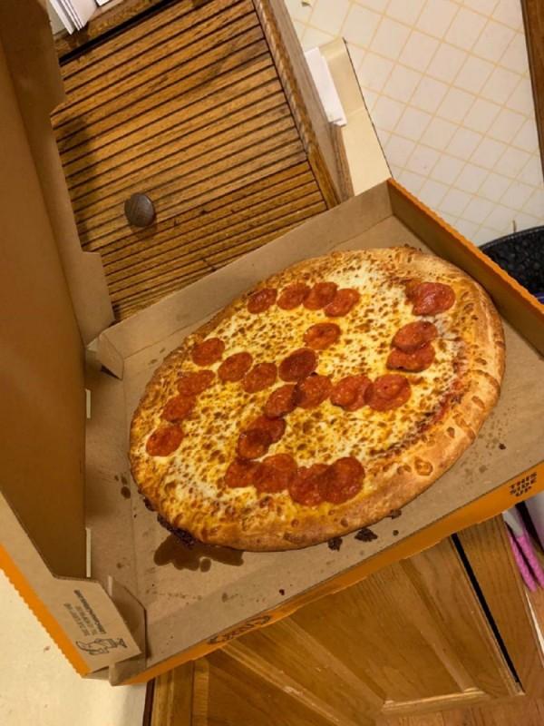 pizza esvastica